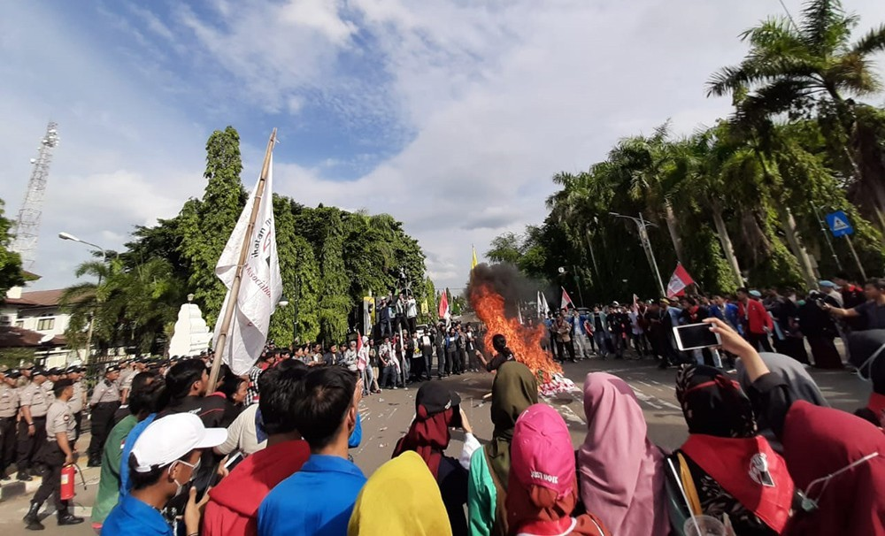 Demonstrasi mahasiswa cilegon